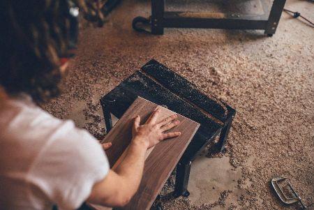 trabajar con madera lijandola