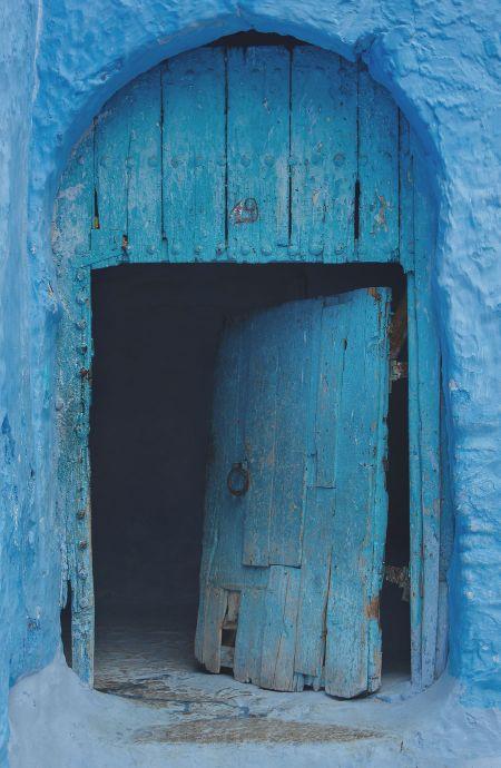 puerta vieja azul reciclar