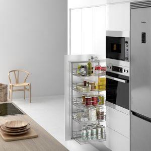 Despensa extraíble para ordenar alimentos en armario de cocina