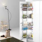 Despensa extraíble a modo de columna para tener ordenado tu mueble de cocina moderna