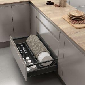 Cajón de cocina con soporte de platos