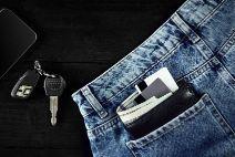 bolsillos-pantalon-vaquero-cartera-llaves