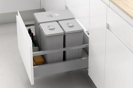 Cubos de reciclaje integrados en el cajón de la cocina