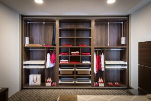 Cómo organizar un armario empotrado paso a paso