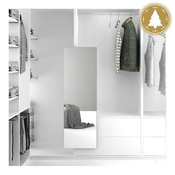 Un espejo secreto en el armario