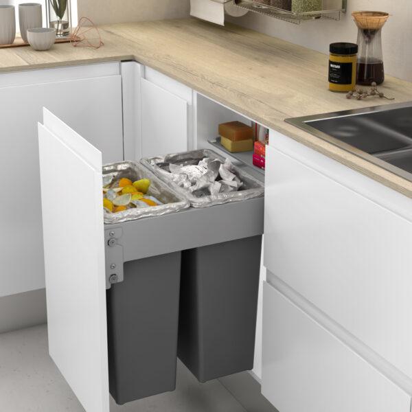 Cubos de reciclaje extraíbles de alta capacidad para instalar en el interior de un mueble de cocina moderna y optimizada