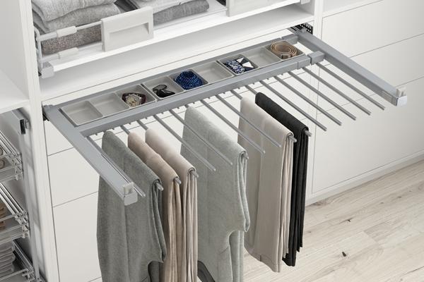 Perchero extraíble de unión a los laterales del armario