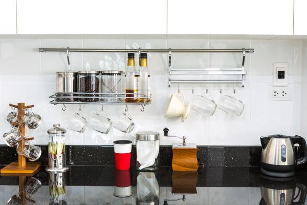 Colgadores para la encimera de la cocina