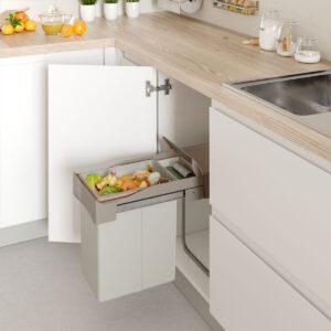 Cubo de basura para reciclar de manera ordenada dentro de un mueble de cocina