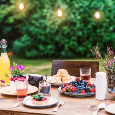 Cómo preparar tu jardín para una cena en familia