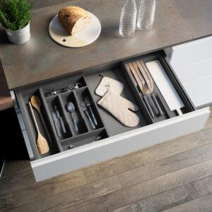 Cubertero a medida para tener ordenados todos los cubiertos y sus derivados dentro de un cajón de cocina