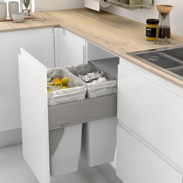 Cubo basura ecológico para reciclar en la cocina moderna
