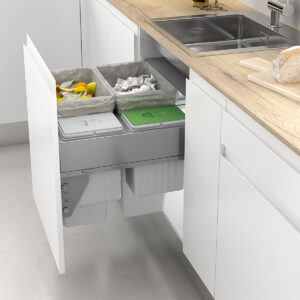 Sistema de cubos para reciclar dentro de un cajón de cocina