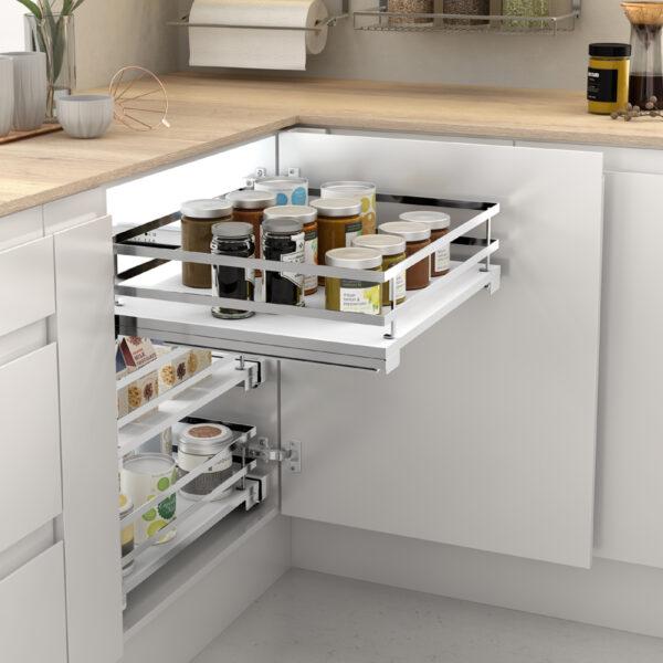 Cesto extraíble para utilizar a modo de despensa en un mueble bajo de cocina moderna