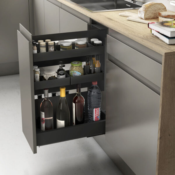 Despensero acabado en antracita con extracción total, para optimizar espacios en una cocina moderna