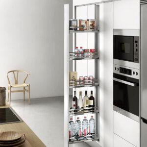 Columna extraíble para utlizar a modo de despensa en una cocina moderna y ordenada