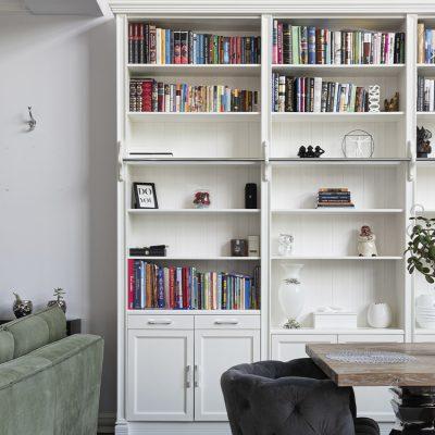Trucos para organizar tus libros a la vez que decoras